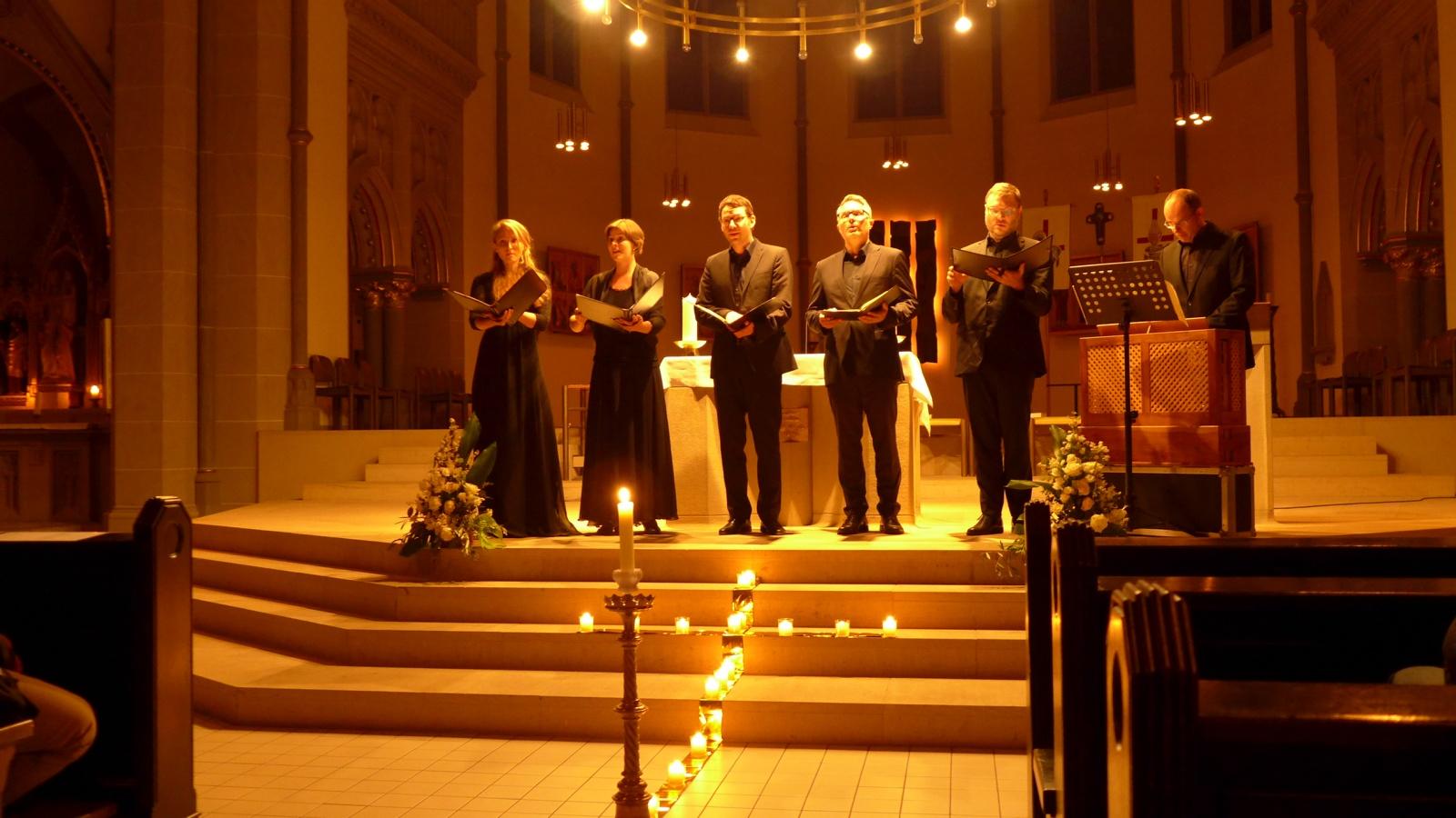 Mit einem tollen Solistenquintett gab es in der katholischen Kirche Dreifaltigkeit zweimal eine Stunde Musik von Bach, Doles und Walther. Foto:  Anja Baumgart-Pietsch