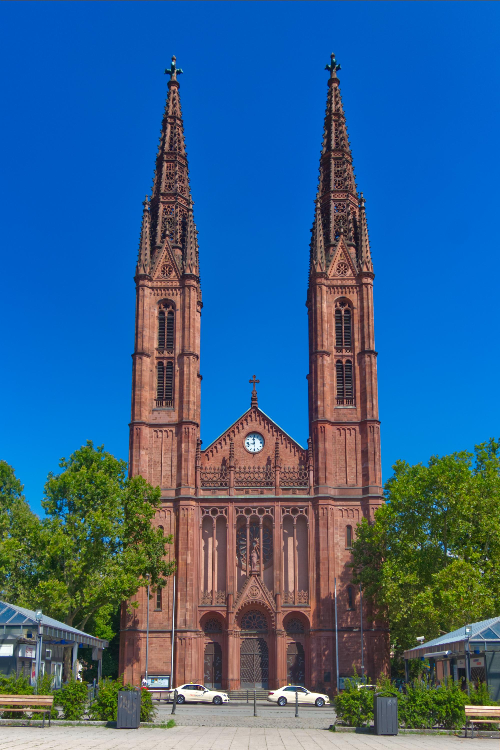 Ansicht der Bonifatiuskirche vom Luisenplatz. Foto: Philippe Jaeck