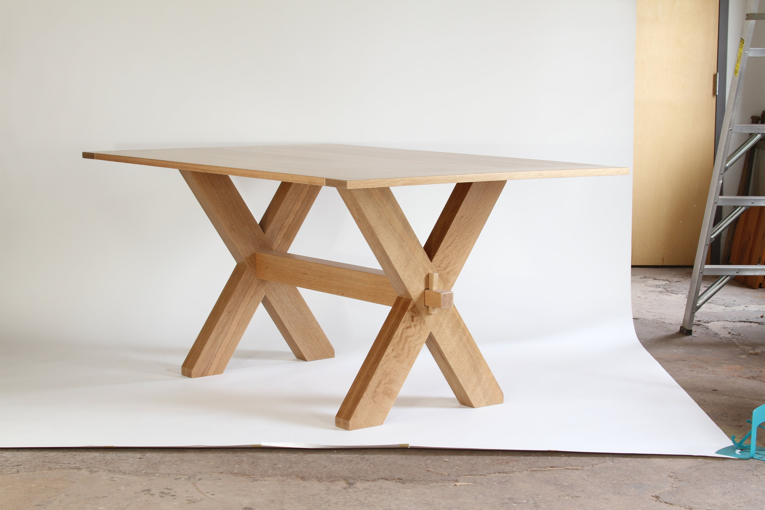 O&G Studio White Oak Dining Table Dining 48 Windsor Contemporary Side Americana Seating Modern Designed Design Interior Seating Clear Coat Natural Oak Rift Sawn Whitewashed Driftwood Bronze Wedge Detail Pin Peg Stained