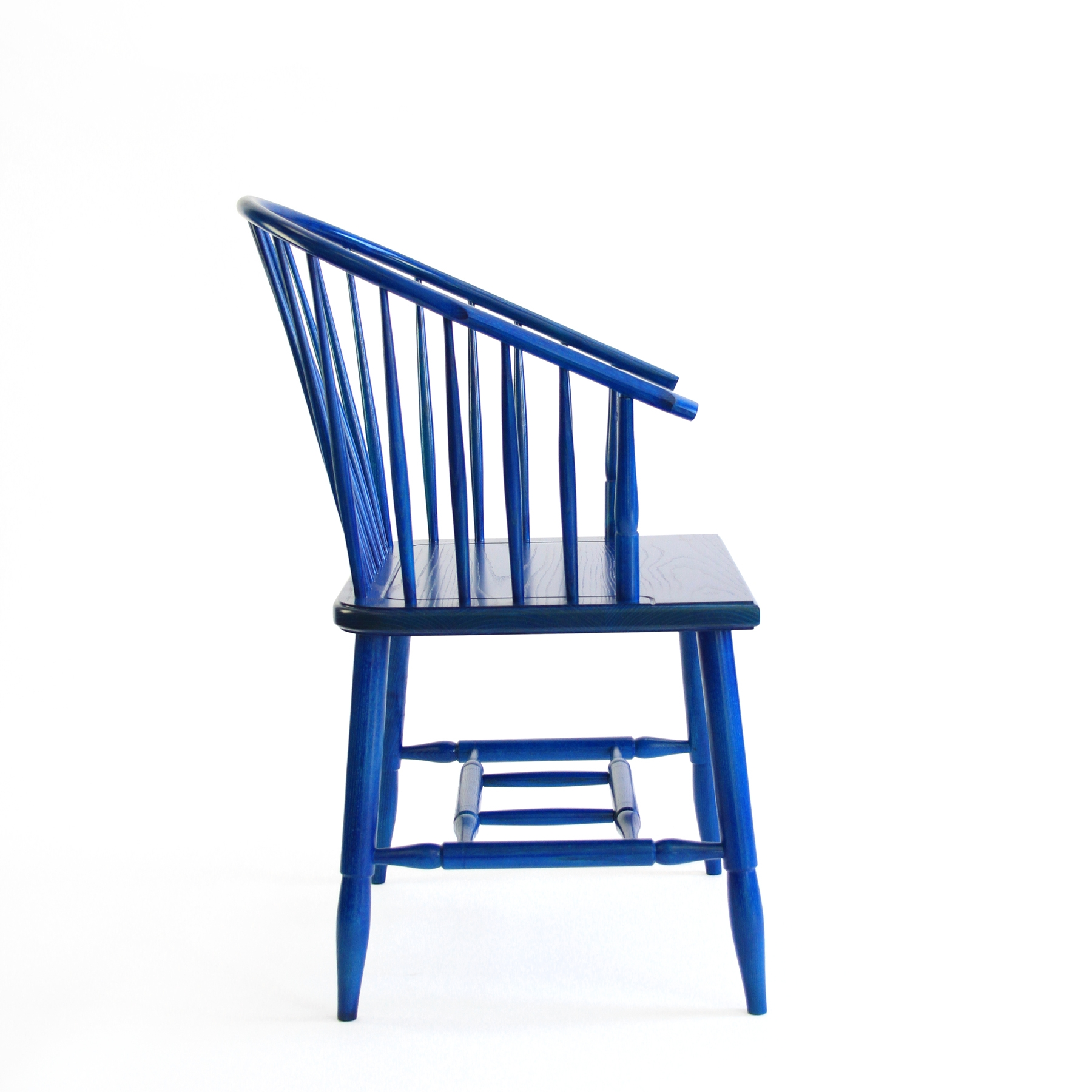 O&G Studio Horseshoe Chinese Armchair Windsor Contemporary Side Dining Chair  Modern Andrew Mau Designed Design Interior Braced Seating Maple Delft Blue Stained Stain