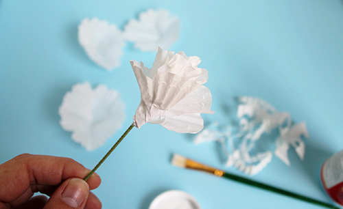 Cupcake-Wrapper-Paper-Flower-DIY 4.jpg