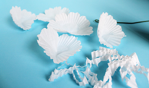 Cupcake-Wrapper-Paper-Flower-DIY 3.jpg