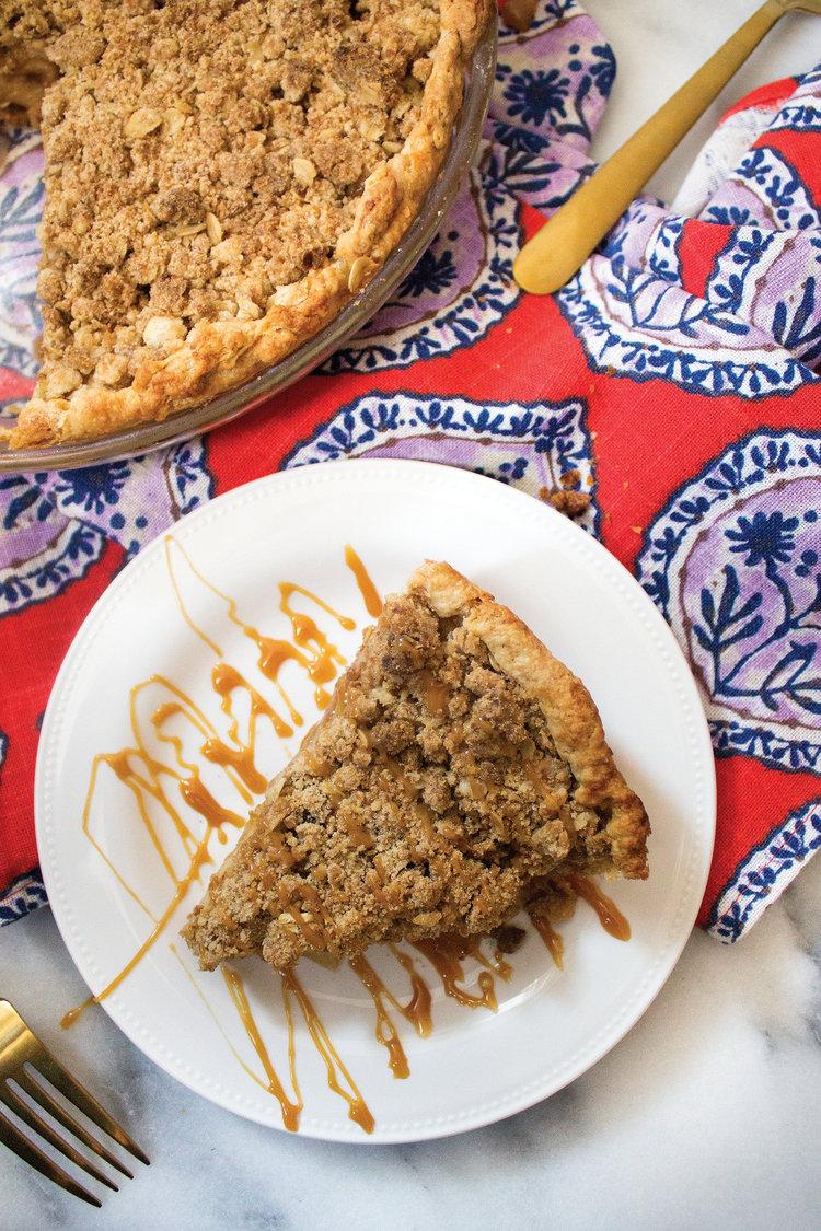 Apple Crumb Pie via Unusually Lovely