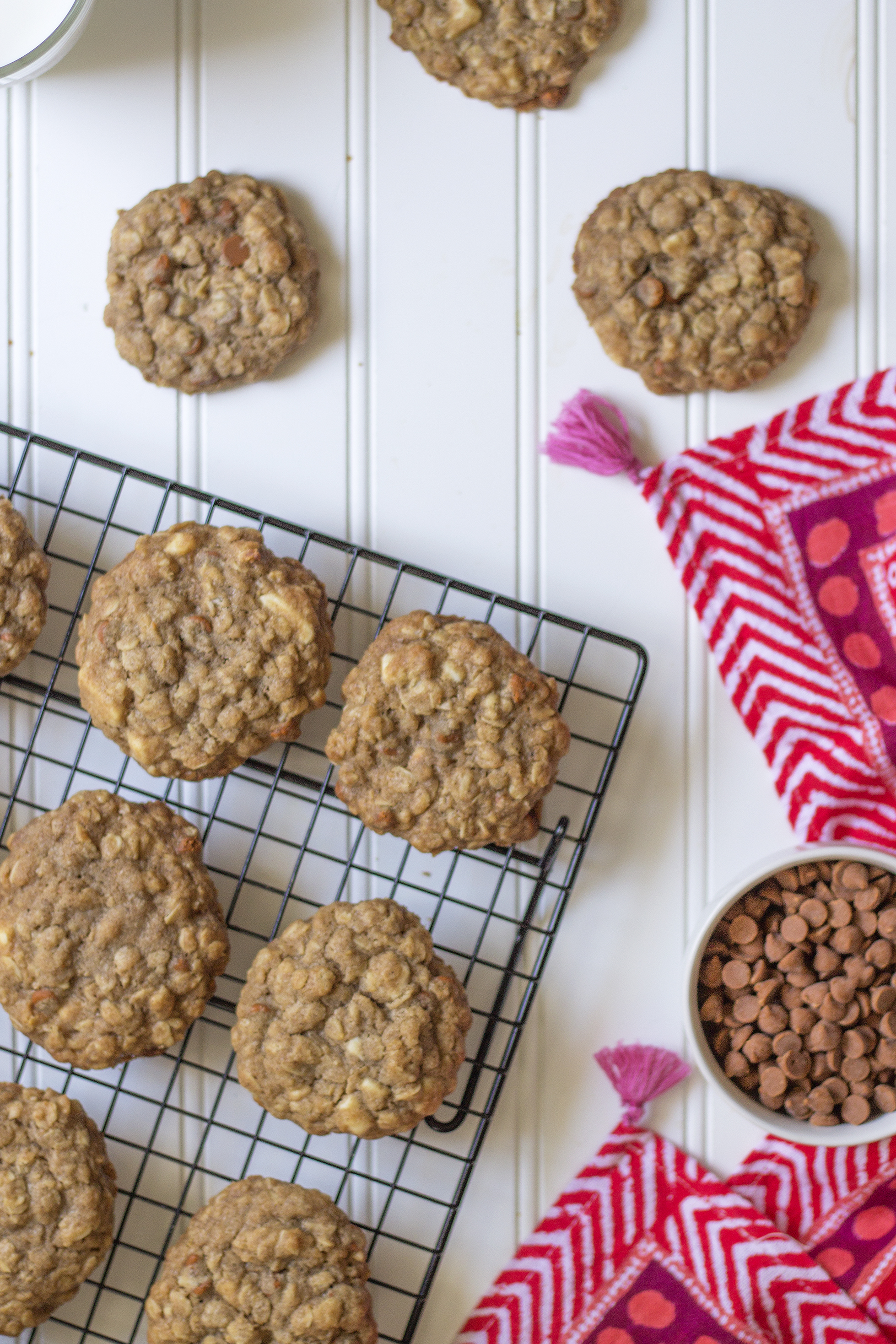 Cinnamon & White Chocolate Chunk Oatmeal Cookies via UnusuallyLovely.com