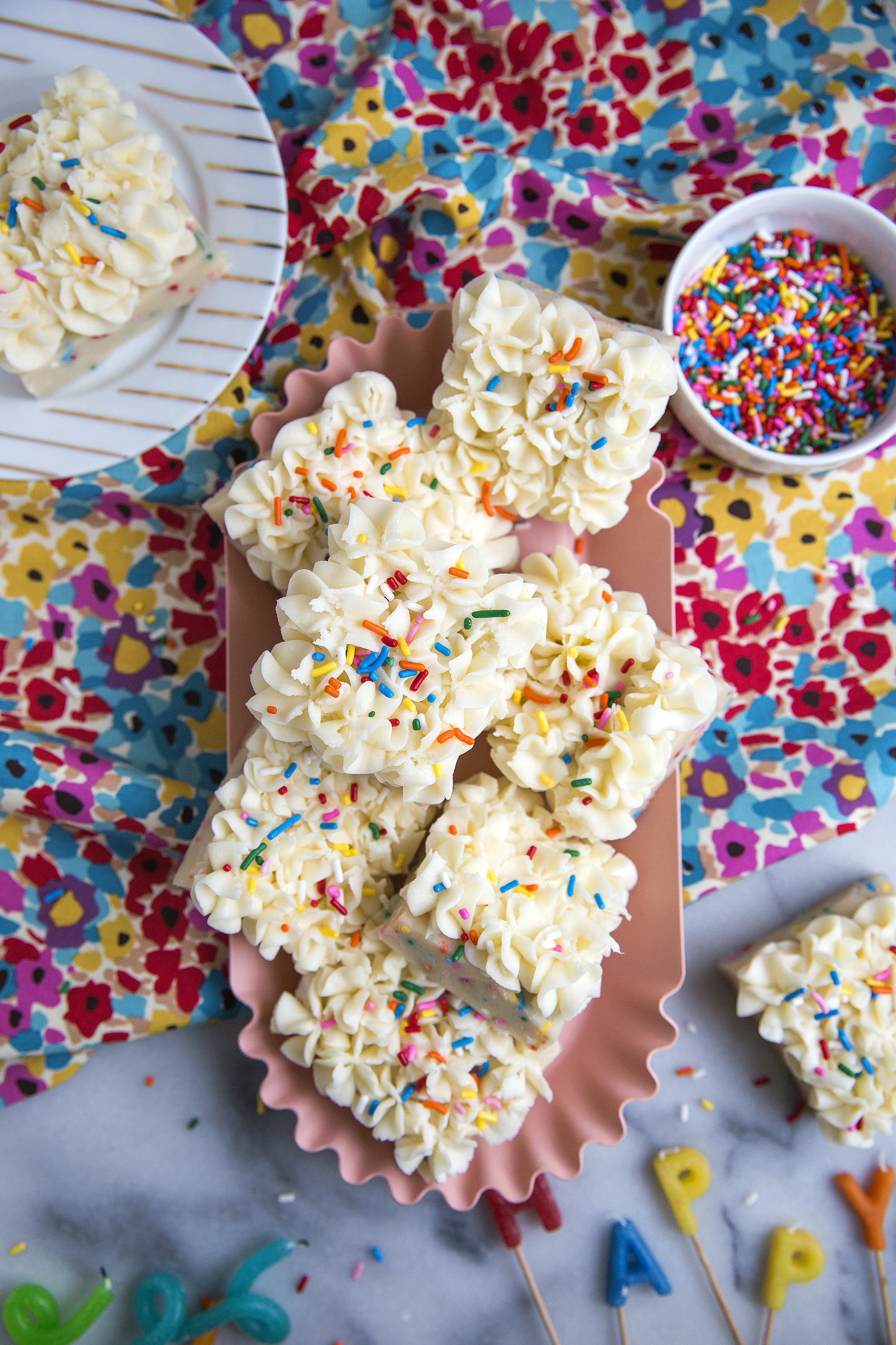 Get the recipes for these Birthday Cake Bars from Unusually Lovely. unusuallylovely.com