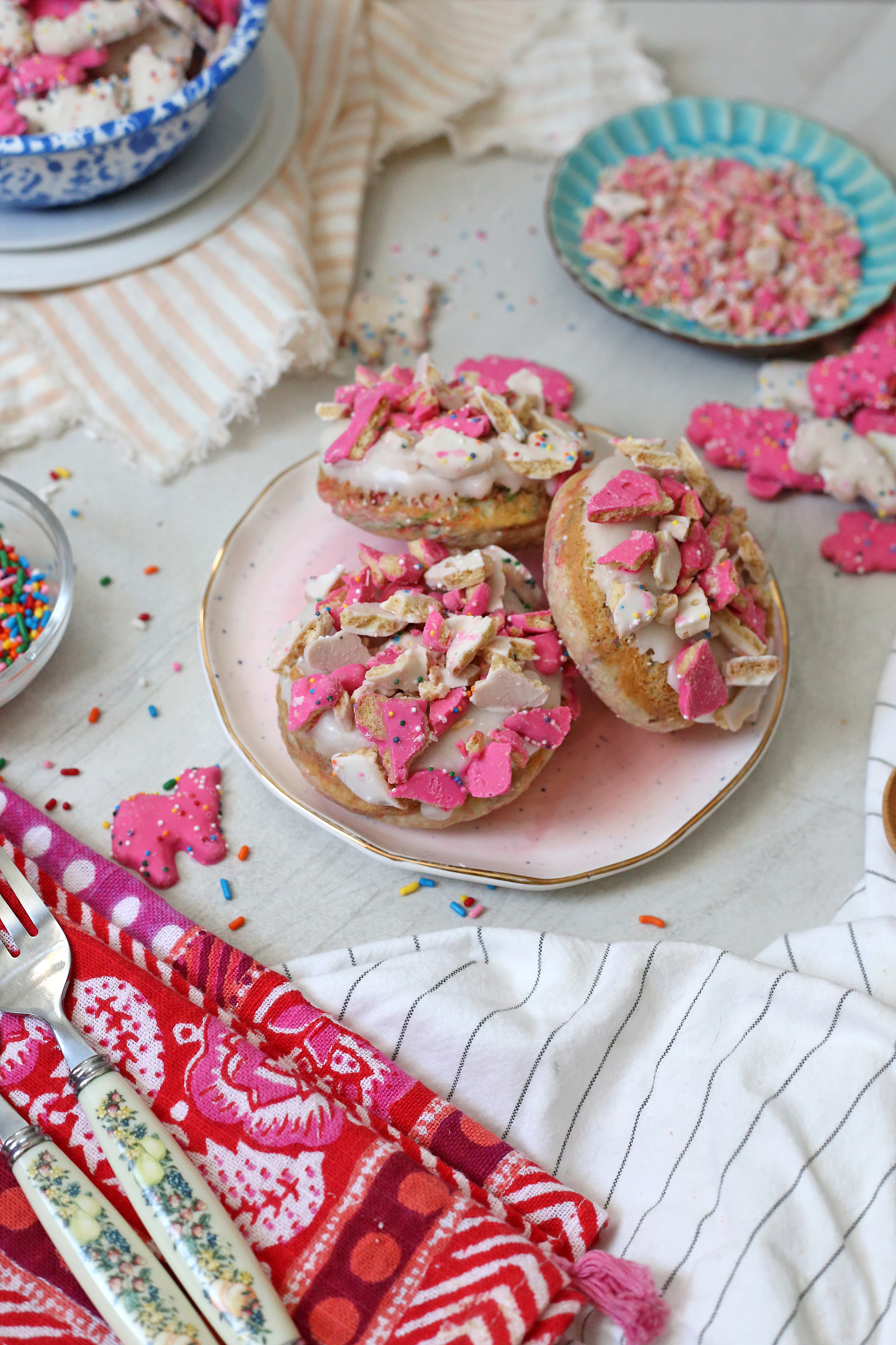 Frosted Animal Cracker Donuts via Unusuallylovely.com