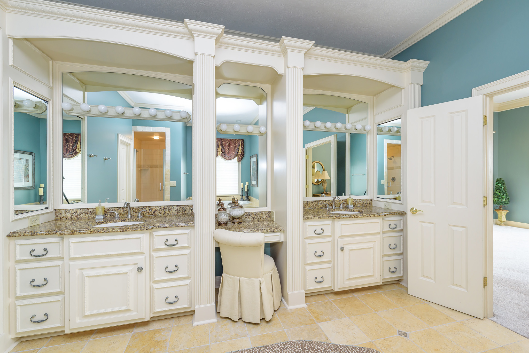 14_Master Bathroom.jpg