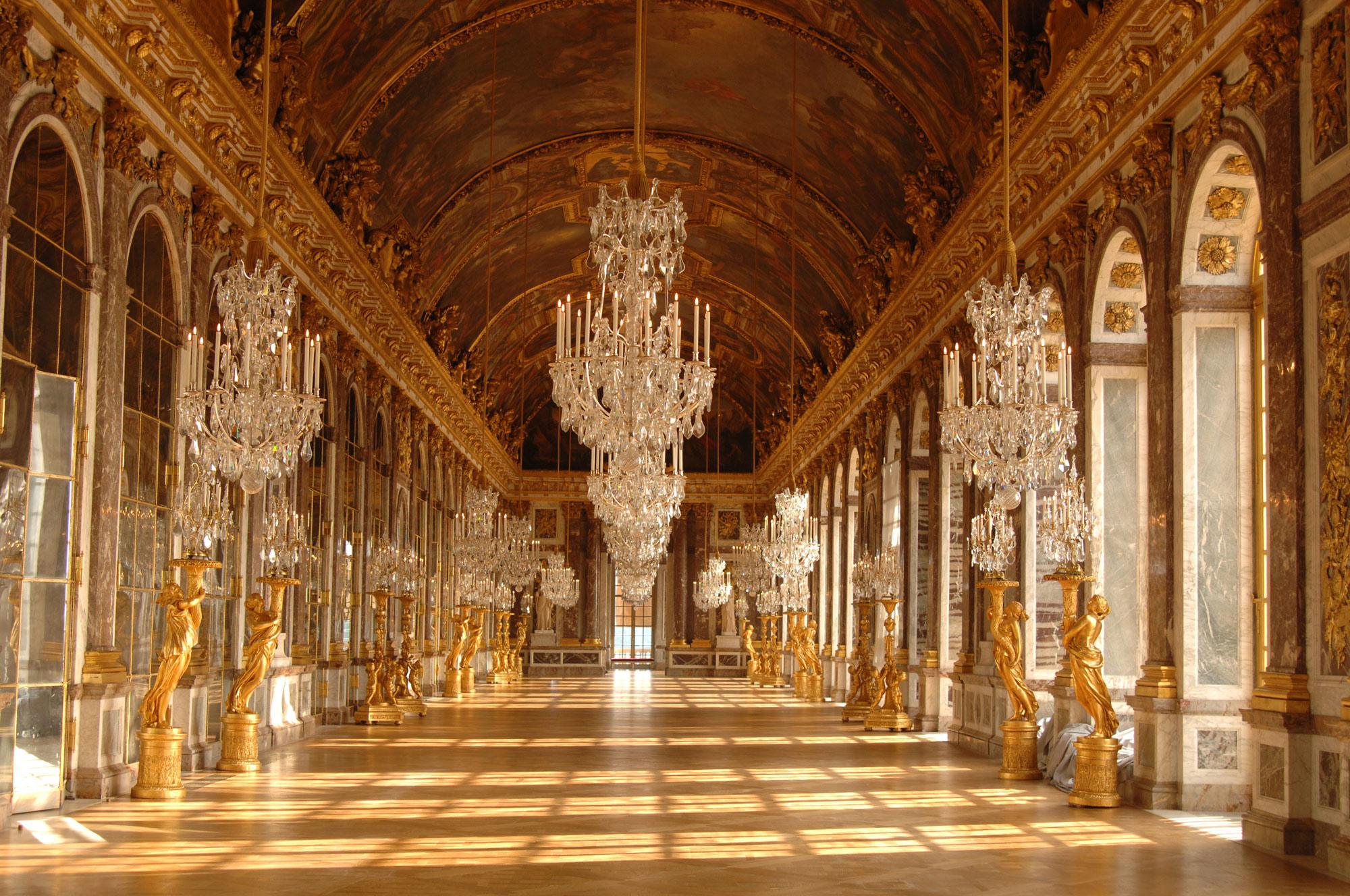Image:  The Hall of Mirrors, Palace of Versailles   © Jose Ignacio Soto / Shutterstock.com