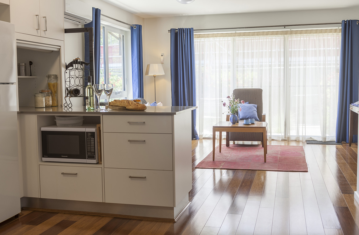 One of a Kind Apartments Paris kitchen3.jpg