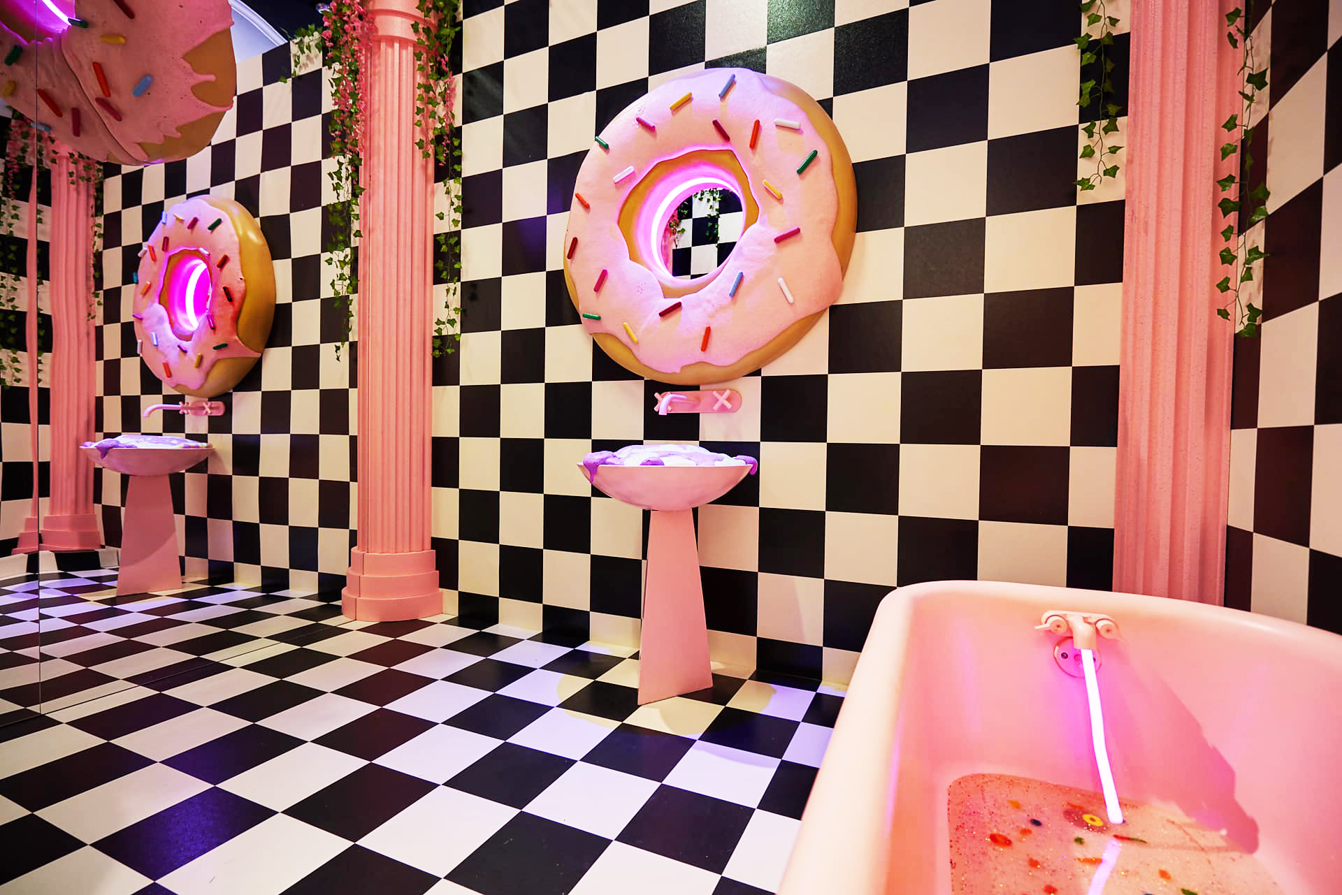 POP-UP IMMERSIVE ART INSTALLATION SWEET  PHOTO - JONATHAN ZIZZO  TOOTH HOTEL - DALLAS, TX - 2018