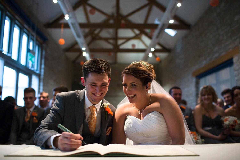 Mark_Barnes_Bristol_wedding_photographer_folly_farm_centre_weding _photography-21.jpg