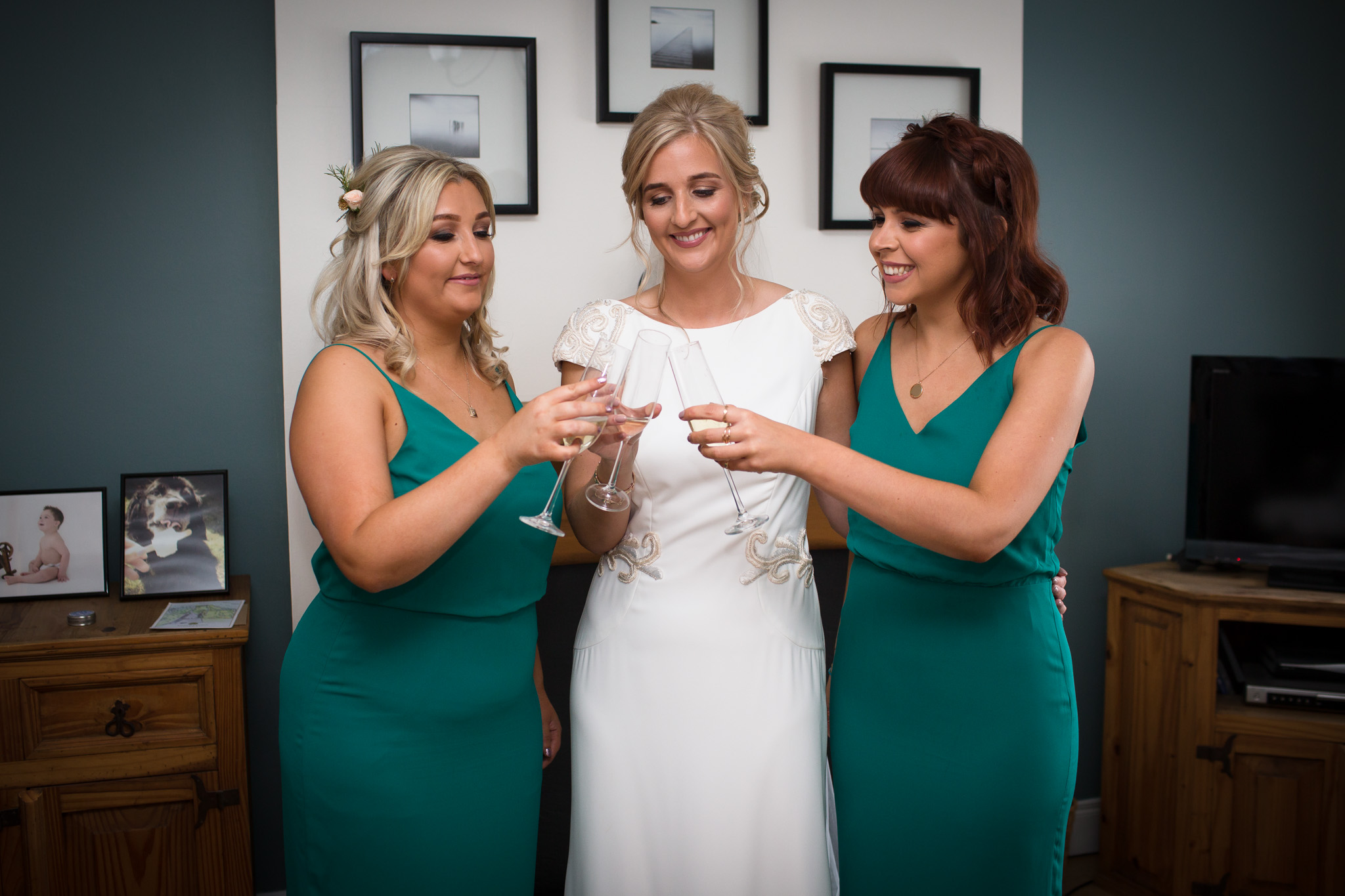 Mark_Barnes_Northern_Ireland_Wedding_Photography_Ballyscullion_Park_Wedding_Photography_Stef&Bobby-13.jpg