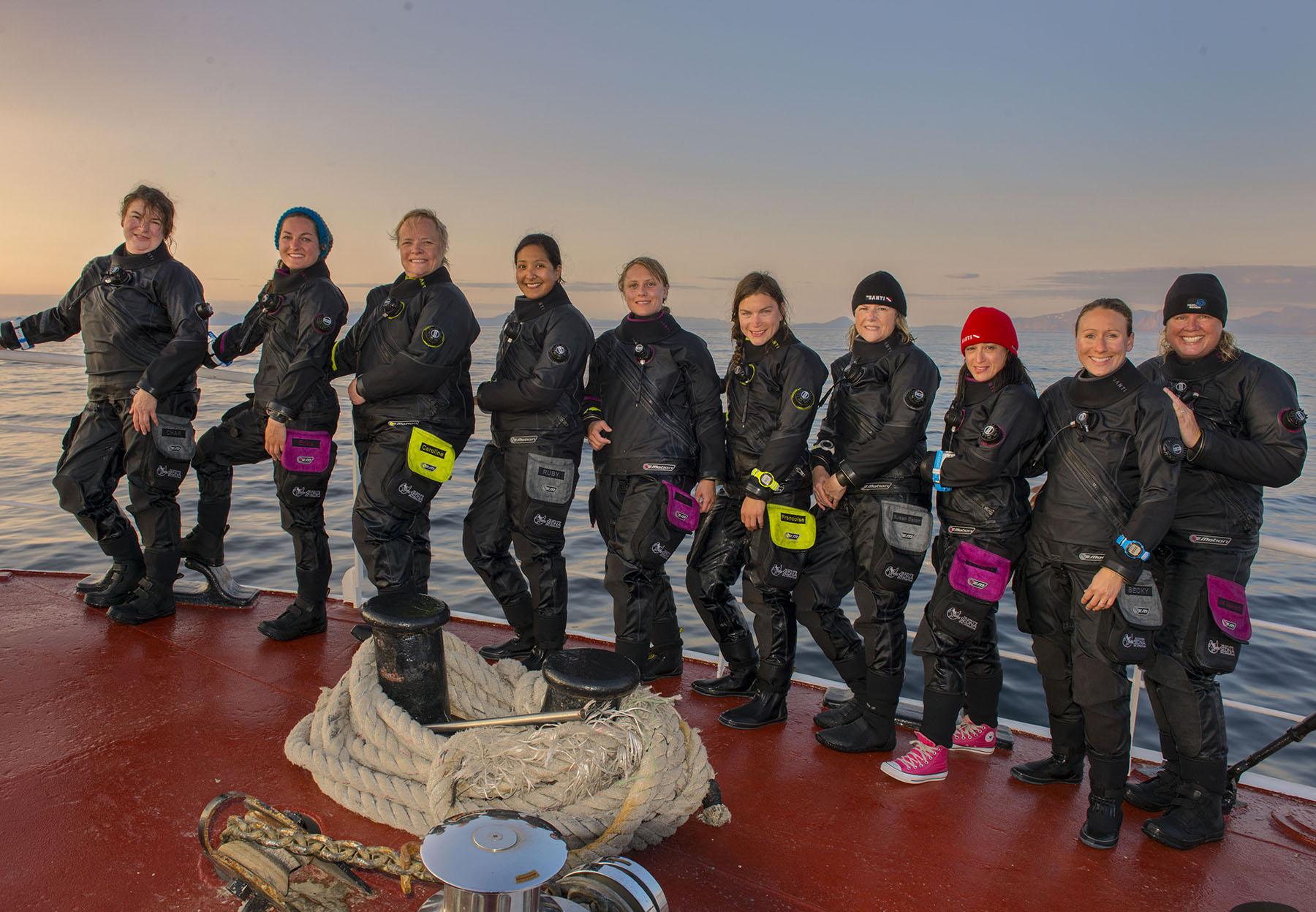 1-group-photo-after-arctic-swim-LP8_5488.jpg