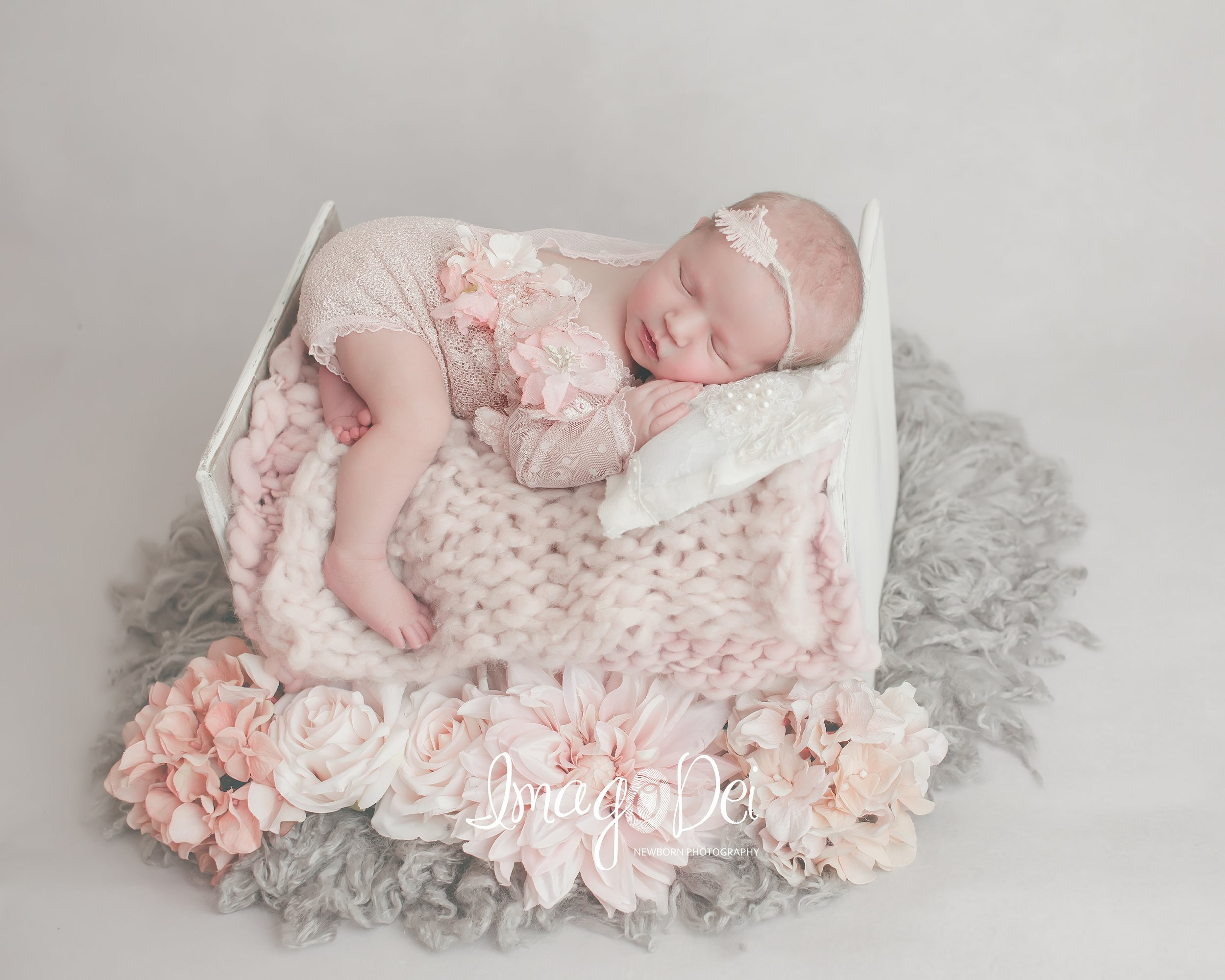 Imago Dei Newborn Photography- Lake Reg-3.jpg