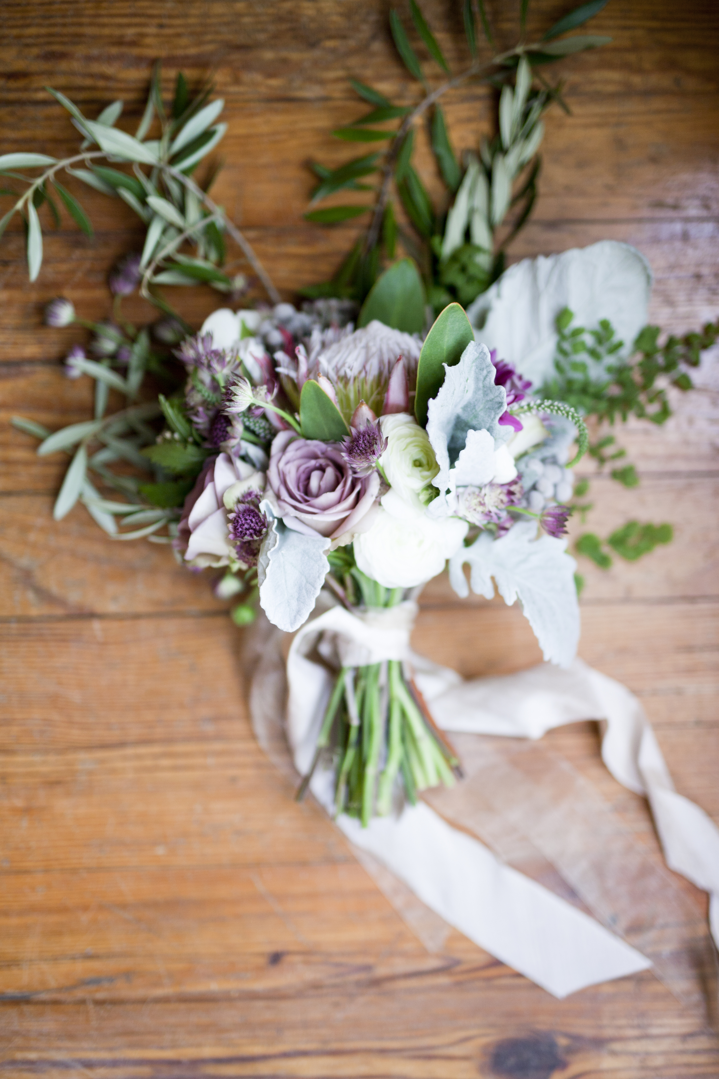 Letters + Light / Ashford Manor Spring Styled Shoot / Whitewood Events / Athens, Georgia / The Bridal Theory Feature