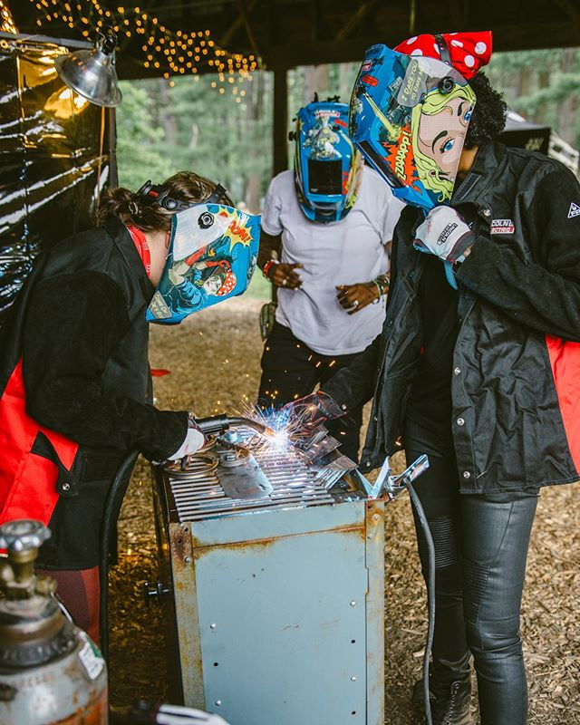 Tb to @babesrideout when I was taught to weld with @realdealrevolution ❤️ 📸 @heidizumbrun