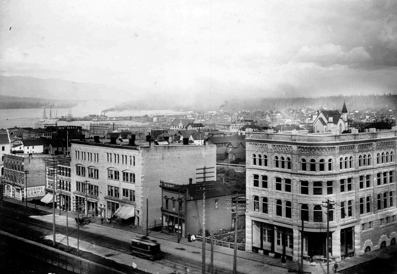 The 1893 Hudson's Bay store (on the right of this photo) was demolished in 1925 to expand the 1914 store (Vancouver archives)