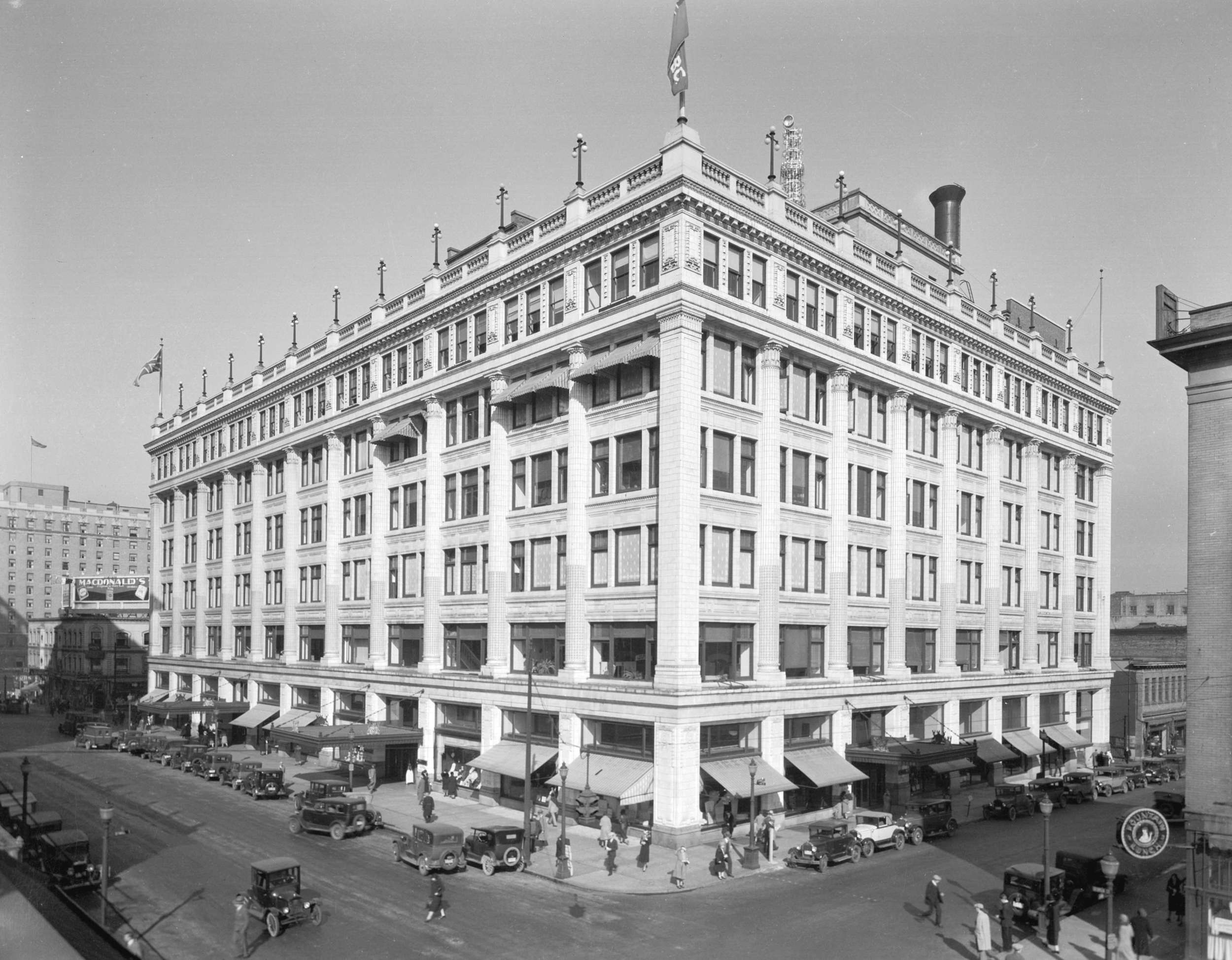By 1931, the 1893 red brick store had been demolished and the new facade dominated Georgia Street. The store would expand twice more to 650,000 square feet by 1949 (HBC archives)