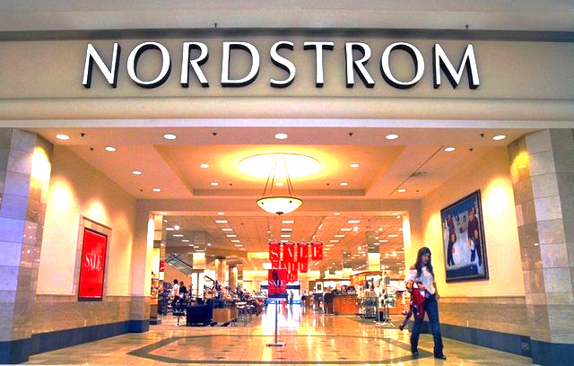American Nordstrom stores achieve annual per square foot sales of about US $470. Photo: indystar.com