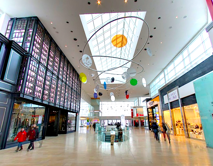 Yorkdale Shopping Centre. Photo: Wisdek