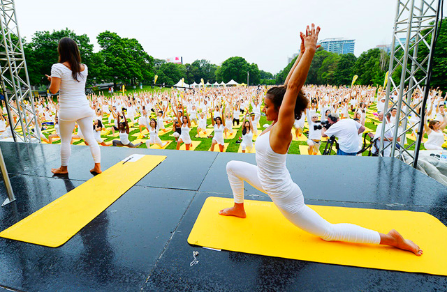 Lolë White Yoga Tour, Toronto. Photo: http://1loveto.com