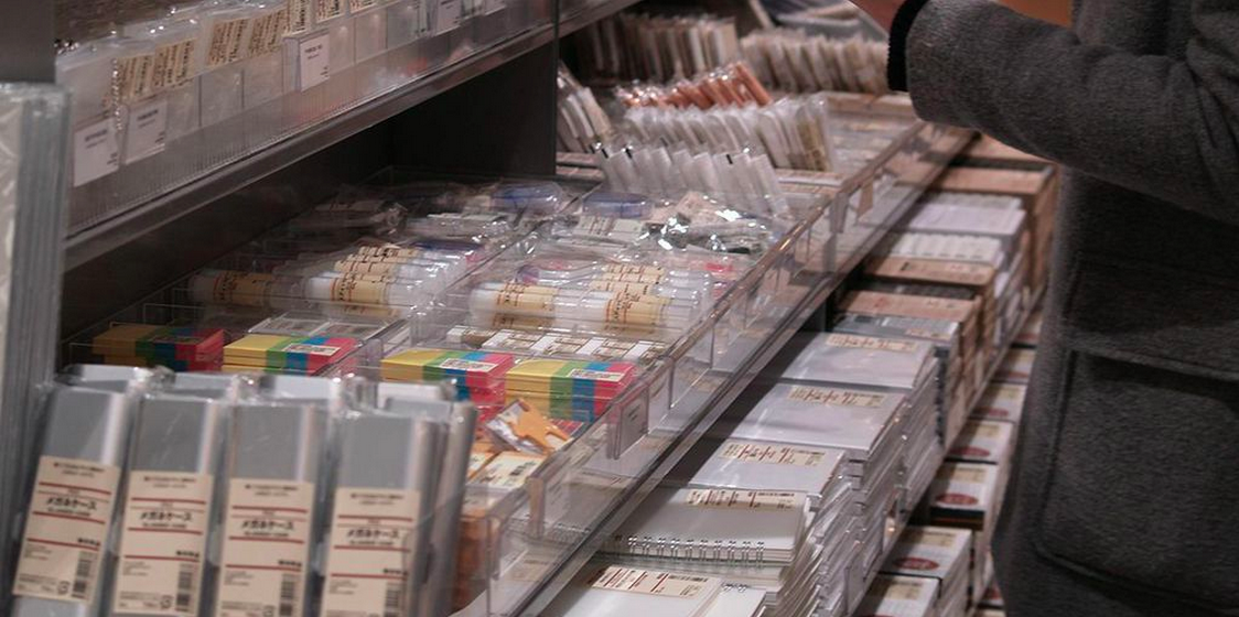 Stationery opens the mall entrance at MUJI Atrium in Toronto.Photo: RETAIL ASSEMBLY