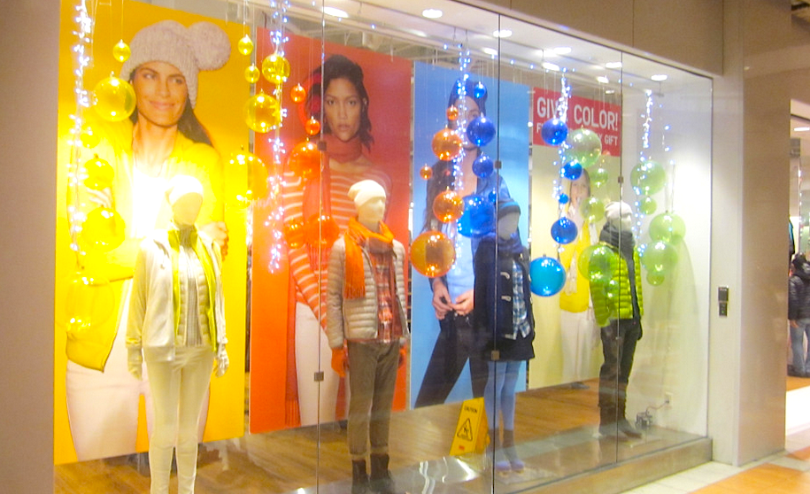 """The windows tell the """"colour theme"""" story clearly. Shoppers """"get it"""" in the blink of an eye."""