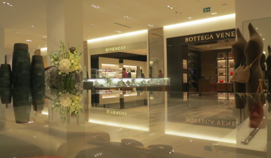 Handbags boutiques, ground floor. Photo: Retail Insider
