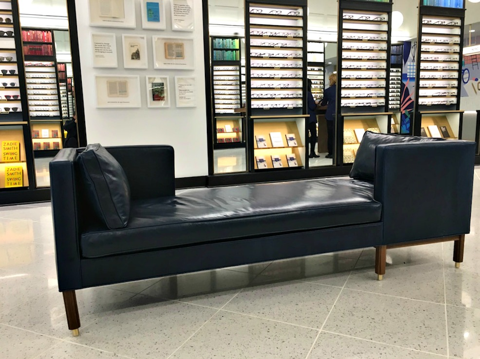 (Comfortable seating for customers in the middle of the new store)