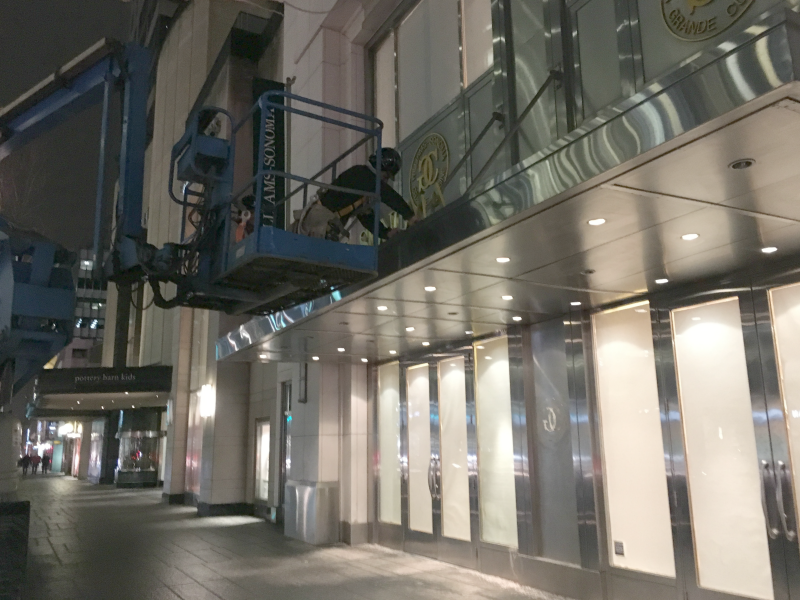 (Signage being removed from Williams Sonoma at 100 Bloor St. W. at about 9:00pm on Wednesday, January 18)