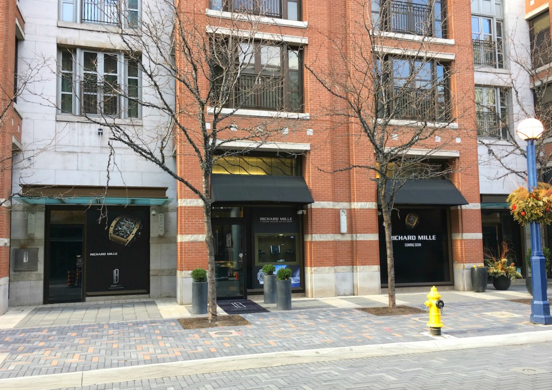 (looking towards the new boutique from the south side of Yorkville avenue)