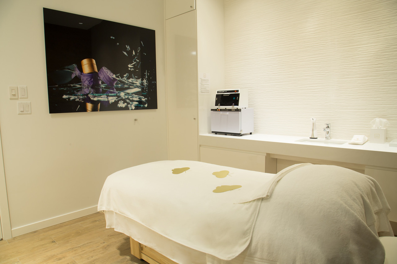 (treatment room)