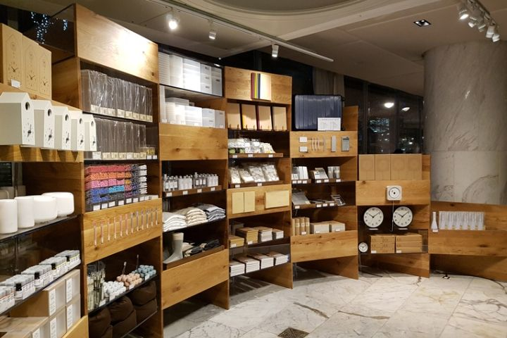 (Muji pop-up in vancouver. appointments had to be made prior to shop in the space, and all reservations were reportedly full. Photo: retaildesignblog.com)