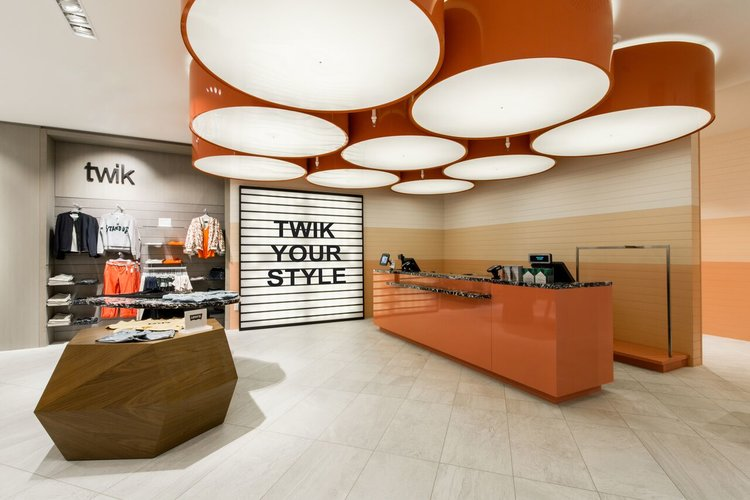 (A spacious layout with an easily accessable cash desk at la maison simons in downtown calgary. Photo: Simons)