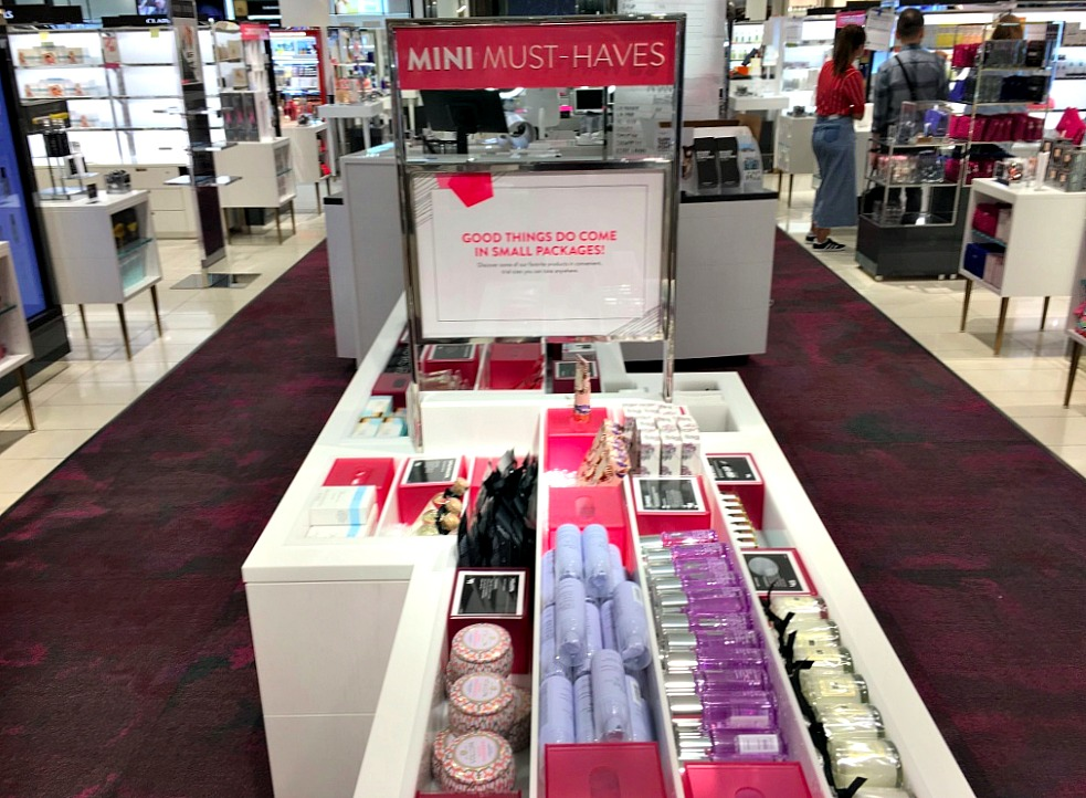 (Beauty sample sizes in the centre of the beauty hall on 1)