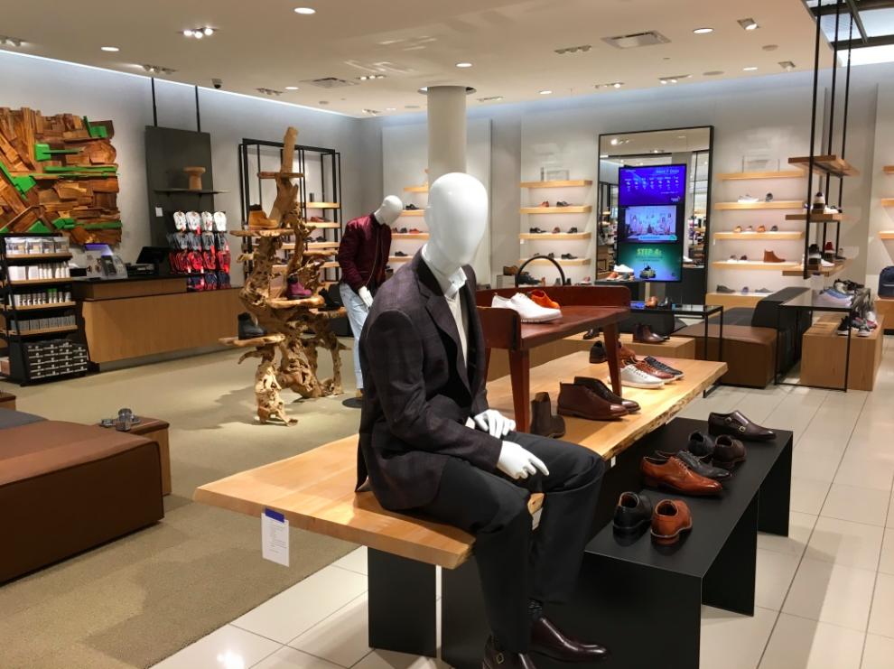 (Men's footwear department)