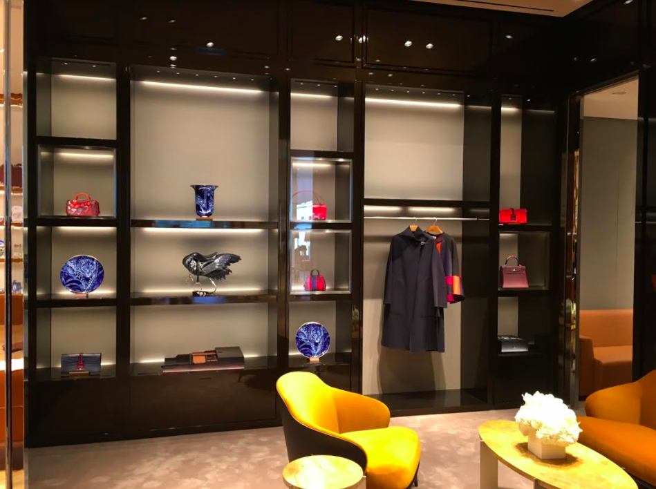 (Private shopping area on the 2nd floor)
