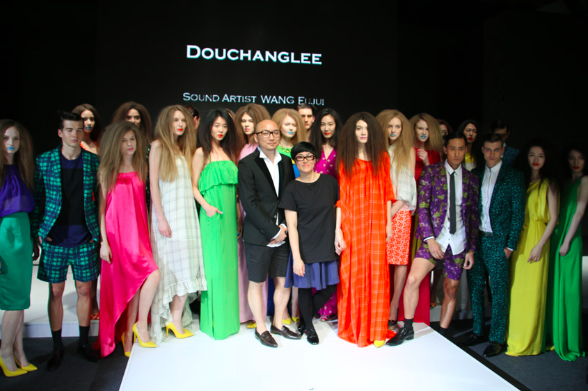 (The designers and models at a runway show. Photo: Douchanglee)