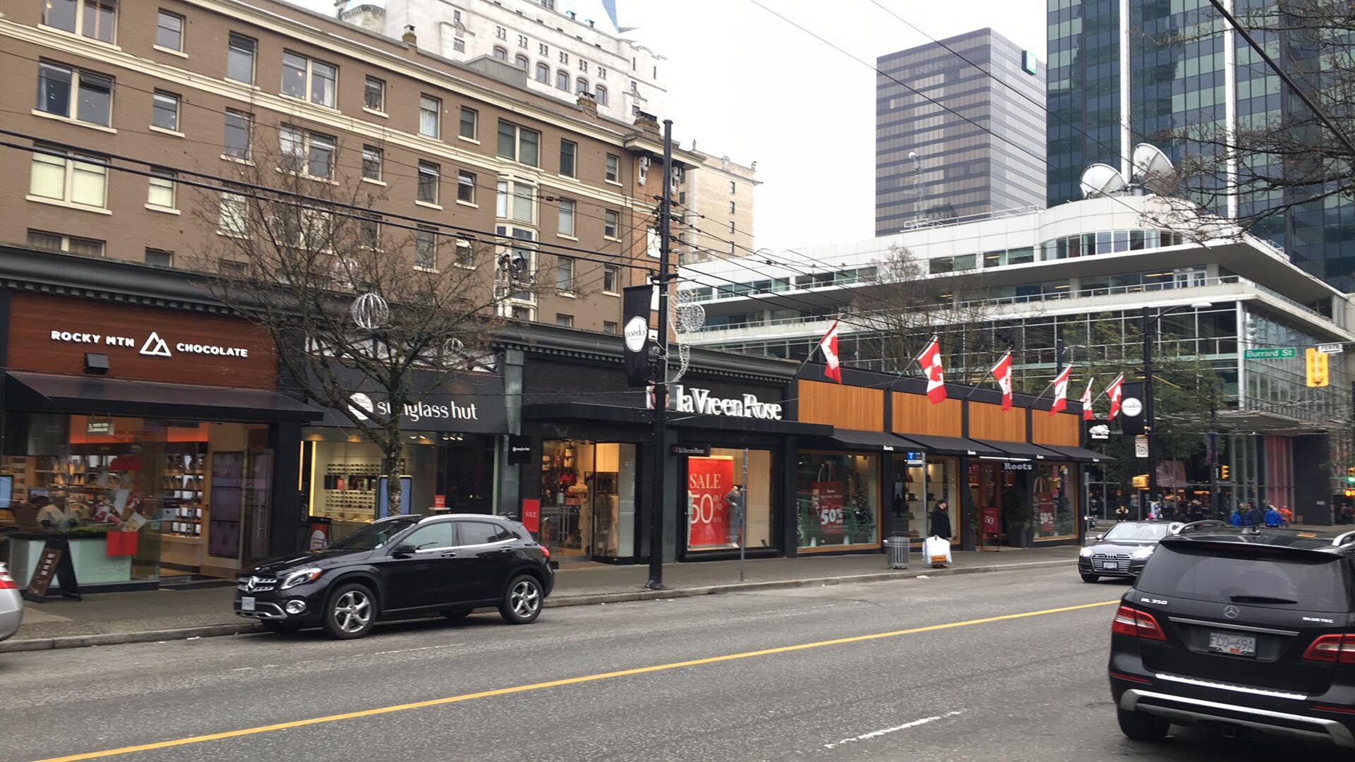 (Looking along the 1000 block eastward towards Victoria's Secret. Photo: Lee Rivett)
