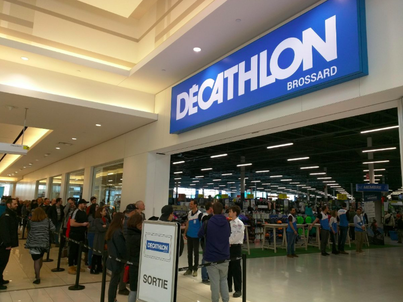 Mall entrance on opening day saturday. Photo: Carl Boutet