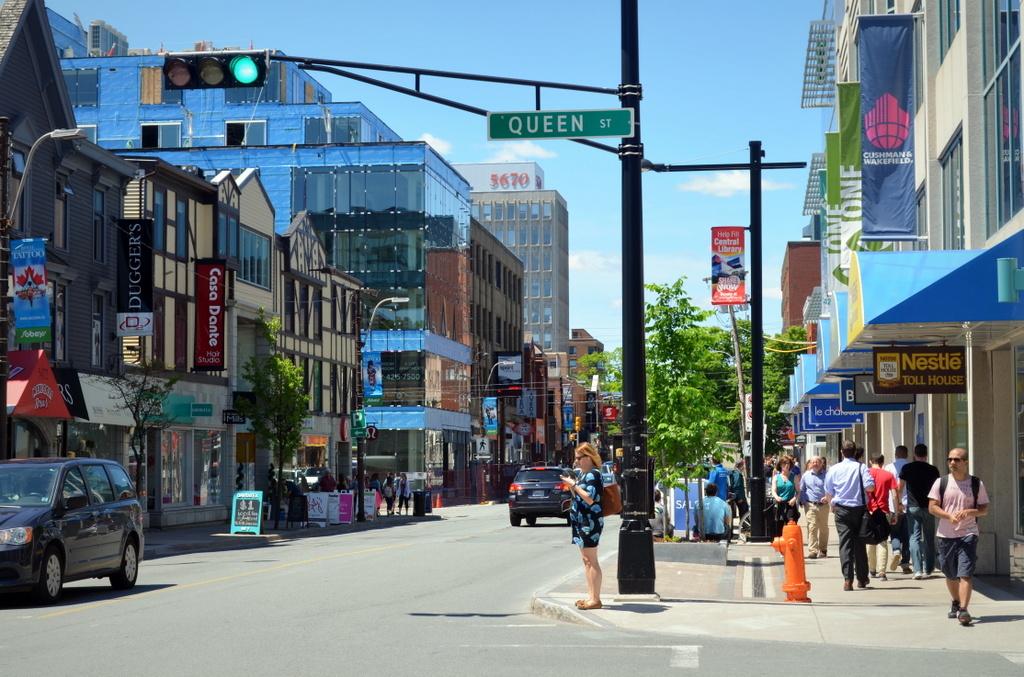 Spring Garden Road (Halifax). Photo:    Wikipedia