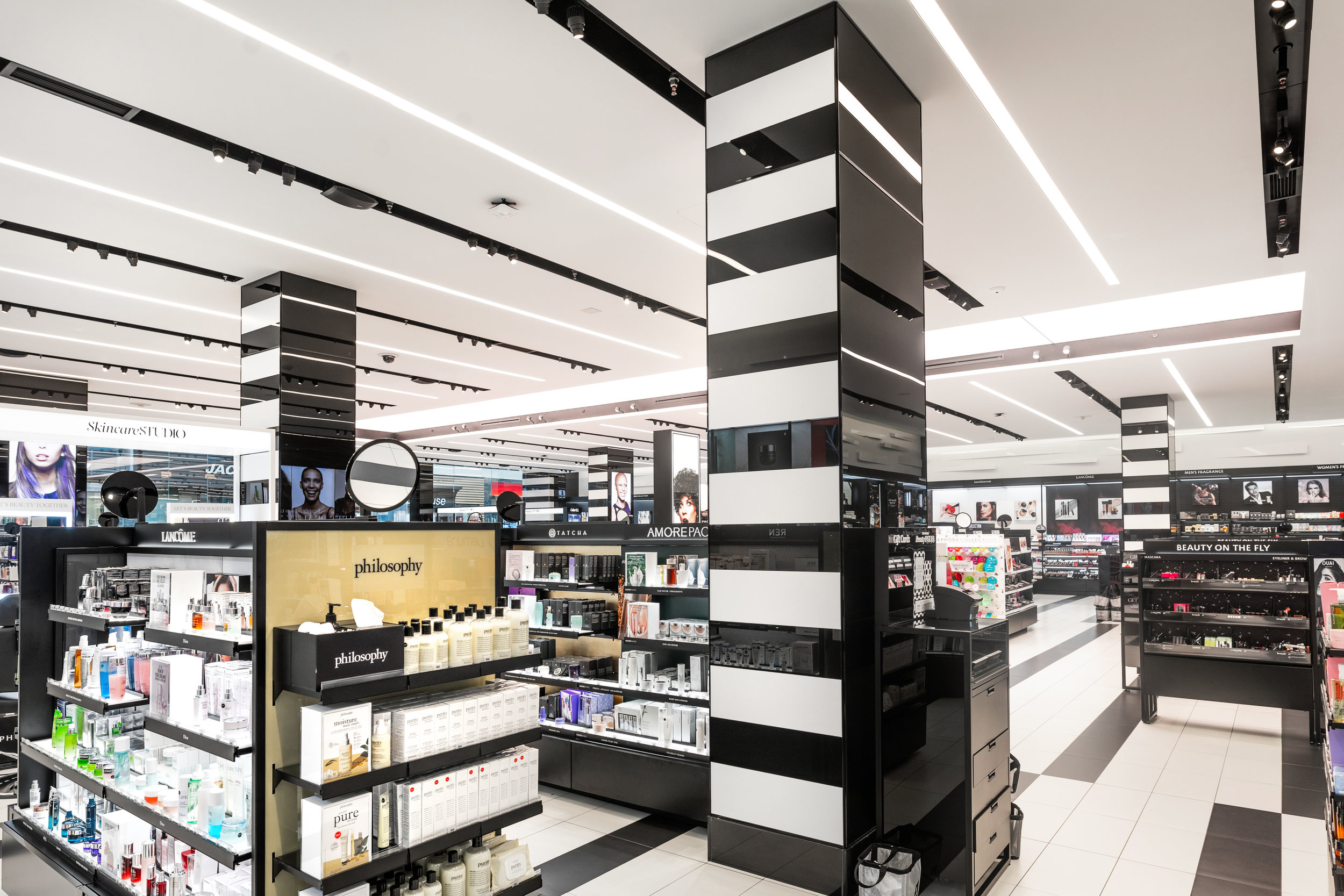 SEPHORA CHINOOK CENTRE PHOTO: AMACHRIS