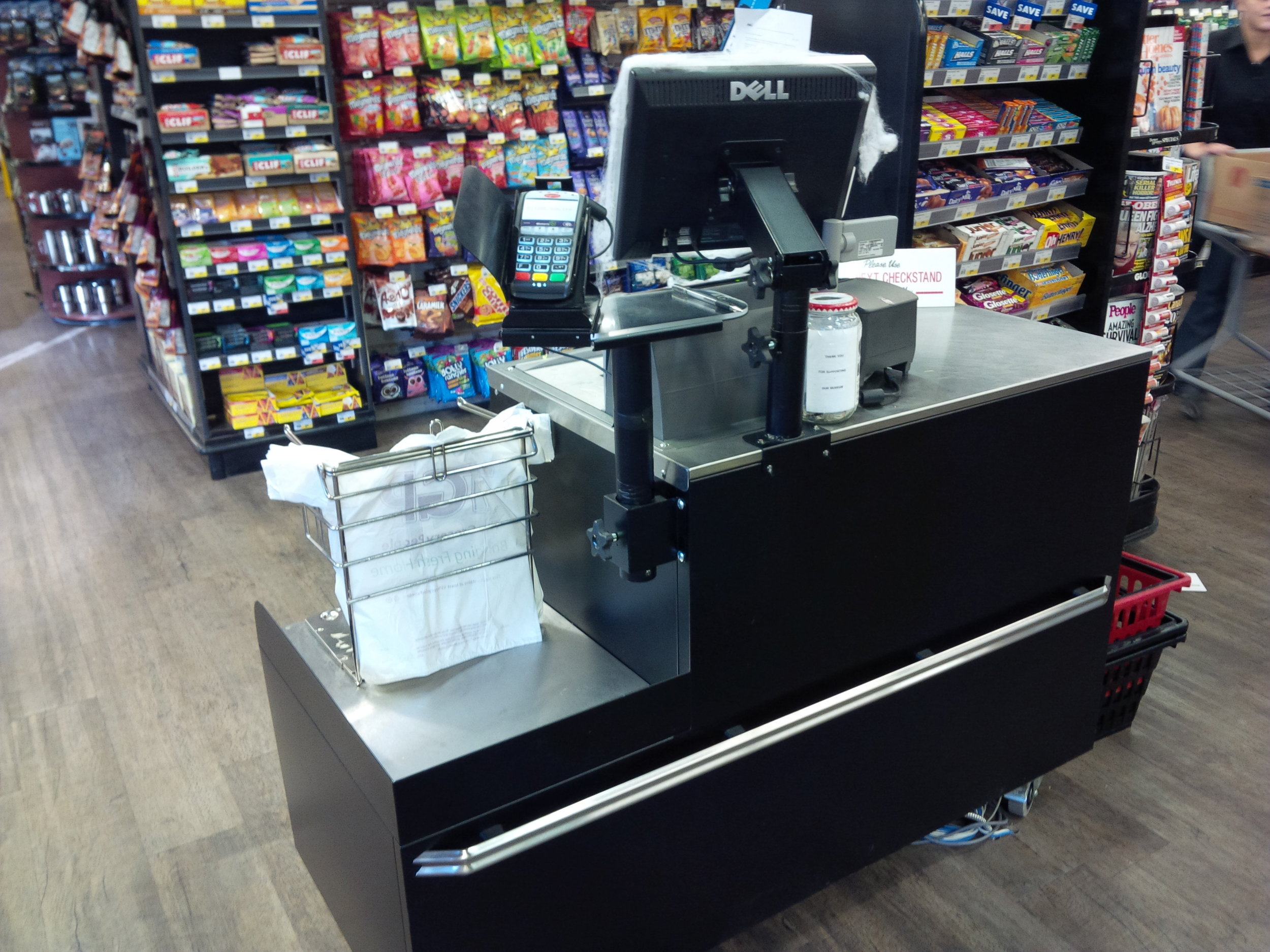 Smaller checkout stand that can be modified with Pan-Oston technology. Photo: Pan-Oston