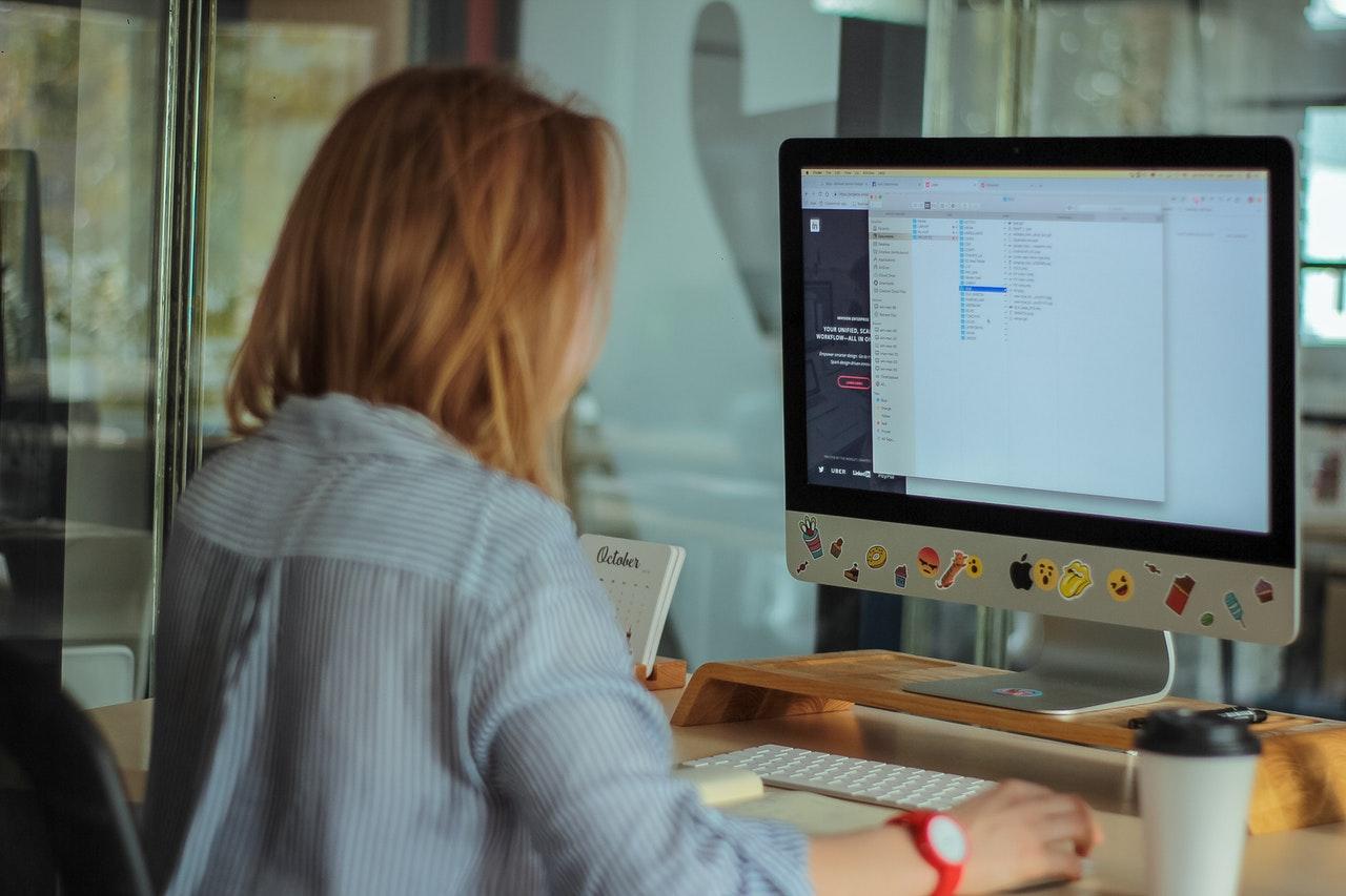 brunette-computer-computer-keyboard-2084974.jpg