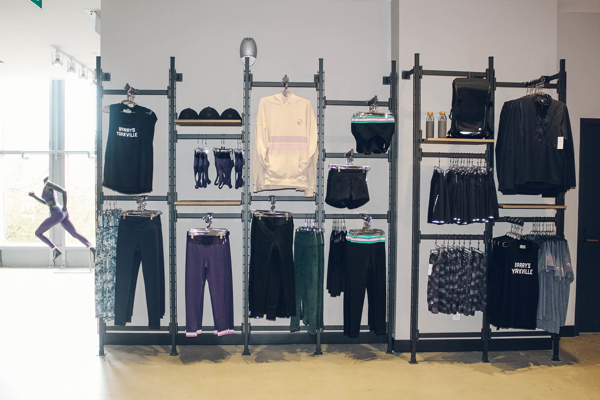 Retail area on the second floor near the check-in dedk. PHOTO: BARRY'S BOOTCAMP