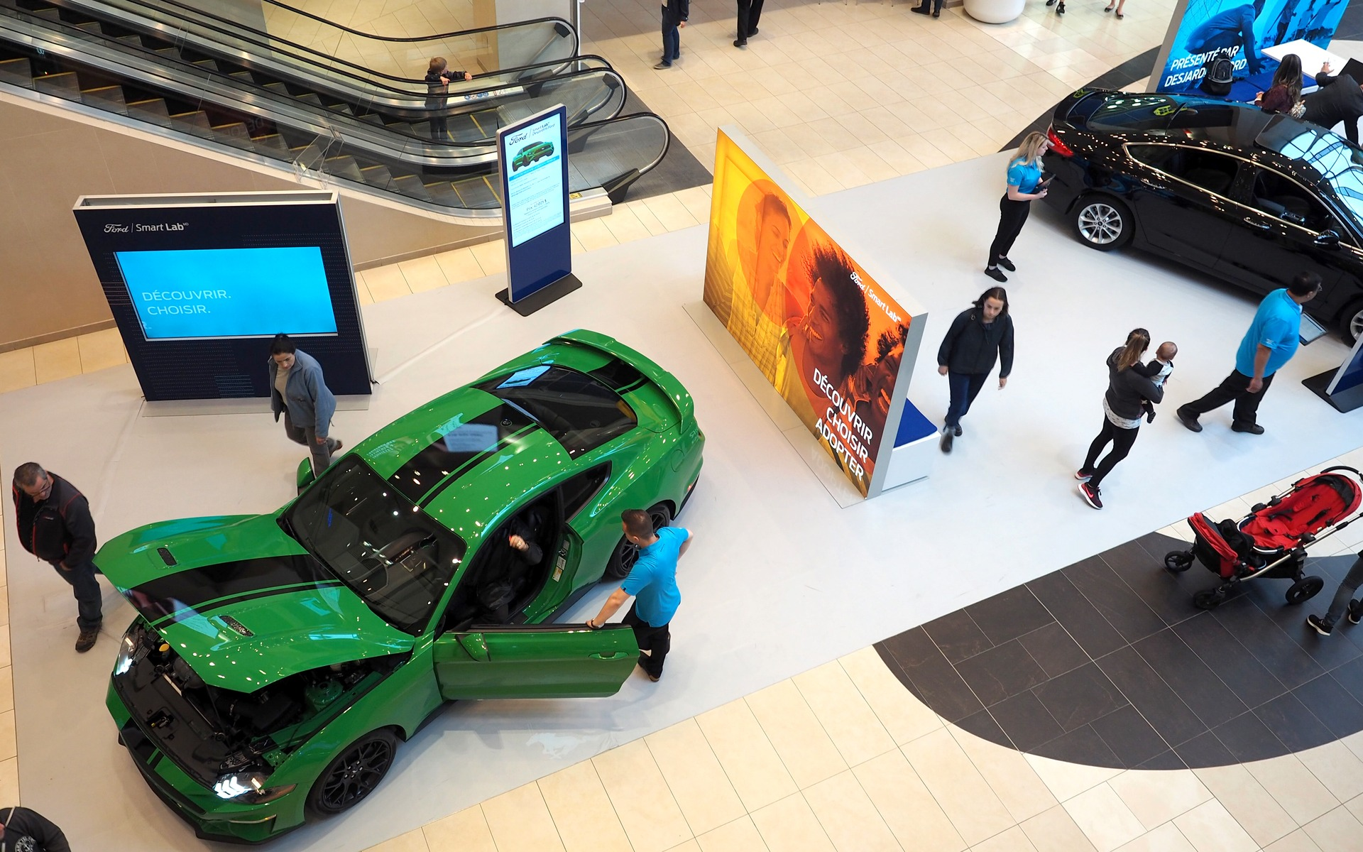 ford smart lab at les galeries de la capitale photo: ford via    guideautoweb.com