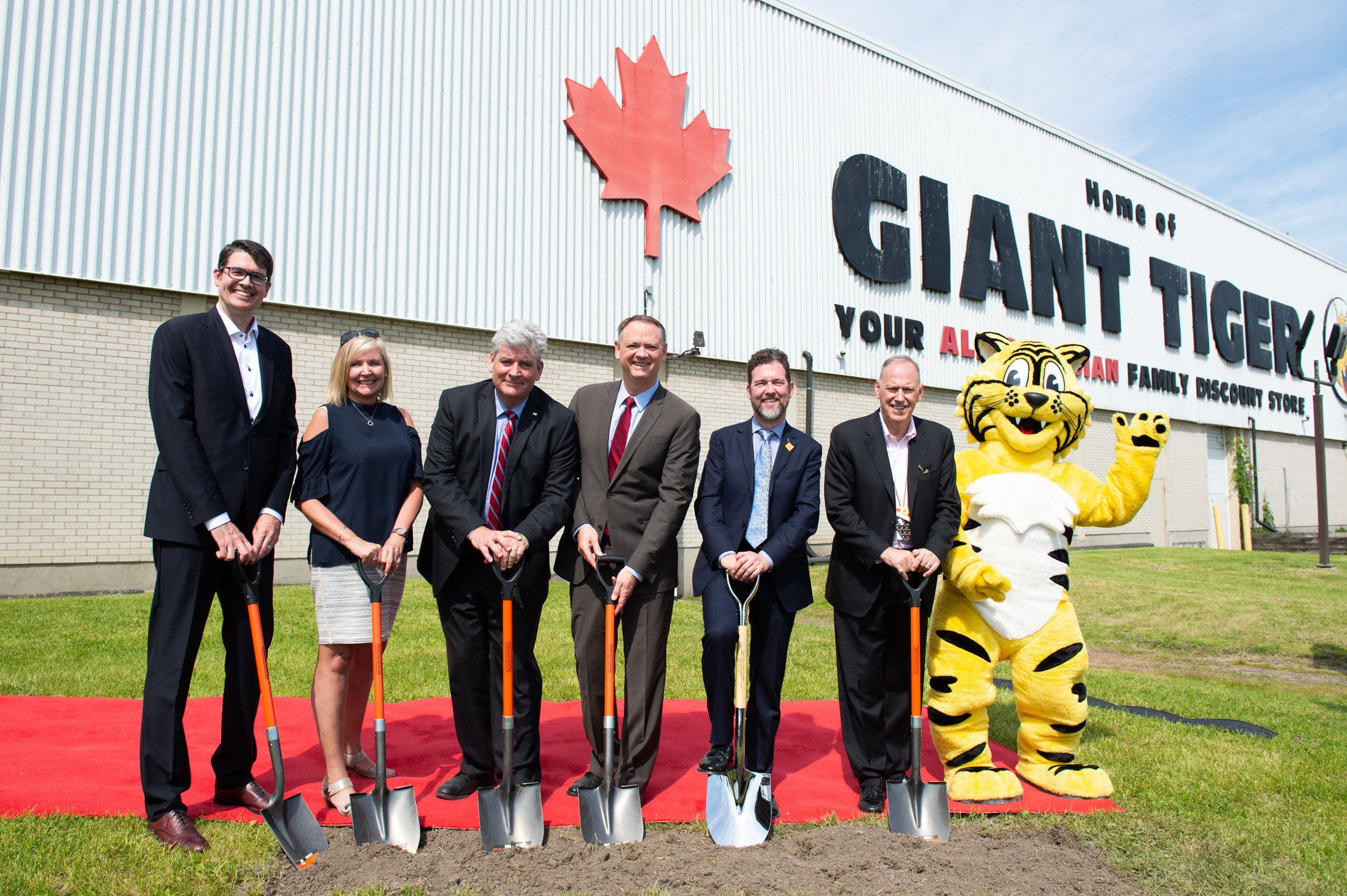 GROUNDBREAKING OF THE NEW WALKLEY ROAD HOME OFFICE PHOTO: GIANT TIGER