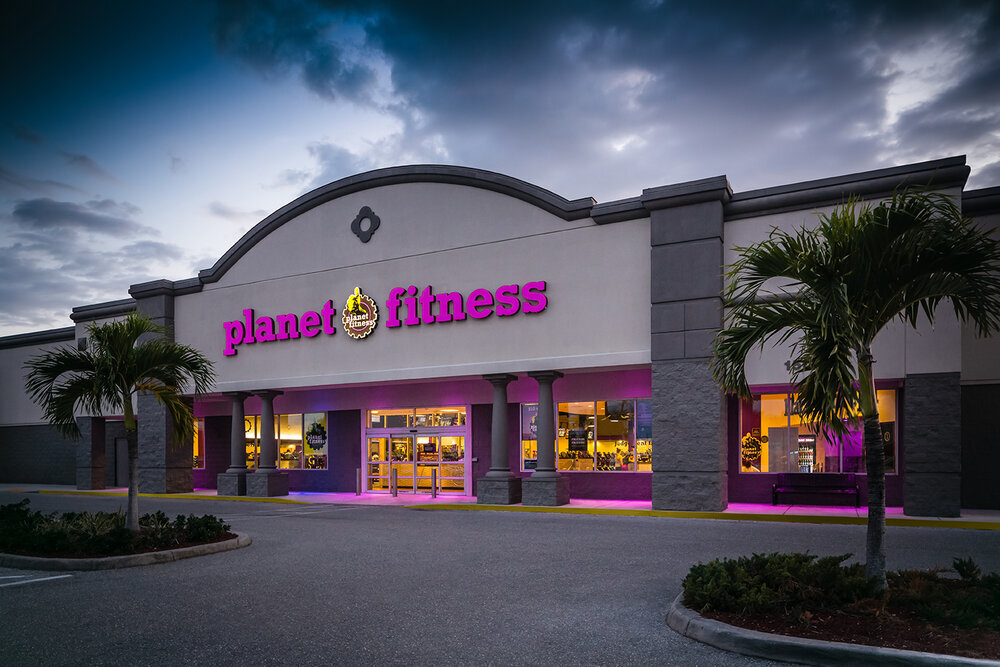 exterior of planet fitness location. photo: planet fitness