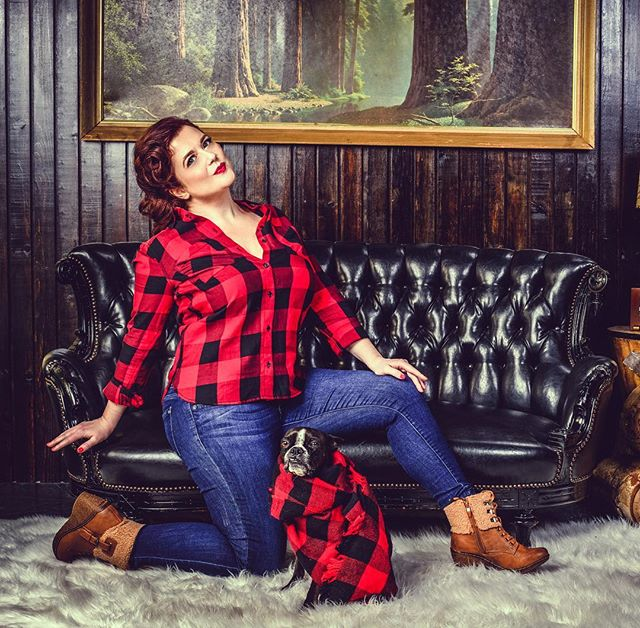 **Sneak Preview** of a new Brand for one of my courses. Getting my sexy lumberjack on for a program I'm releasing in a few months.  What do you think?  This is part of my process of becoming an influencer. Check out the story & process for you to become an influencer.. link in bio!