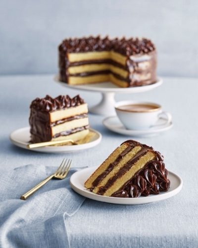 abreakey-foodphotographer-yellowchocolatecake-600x750.jpg